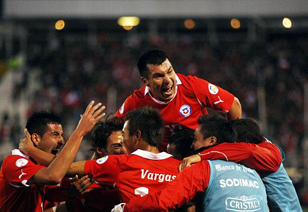 Chile gana a Perú y consigue su primer triunfo en las Clasificatorias