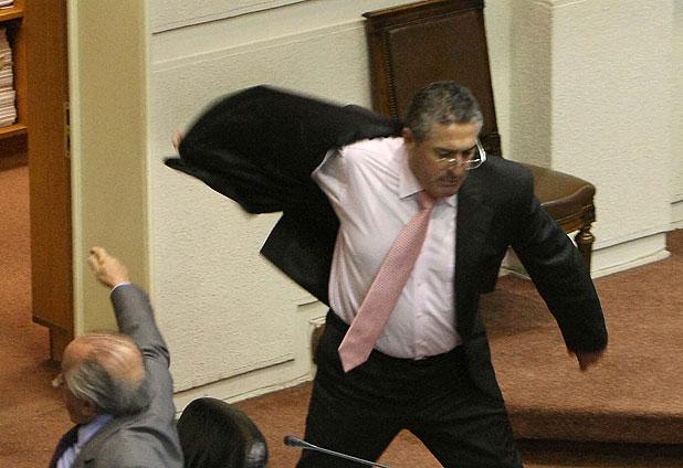 Incidente en el Congreso casi termina a golpes entre senadores Pizarro y Navarro