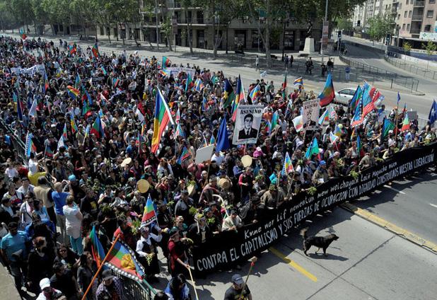 Marcha por los derechos del pueblo mapuche en Plaza Italia