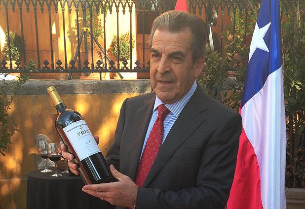 Viña Undurraga firma convenio para exportar vino con imagen de ex Presidente Frei