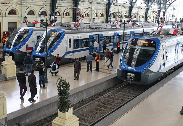 Grupo EFE exhibe sus nuevos trenes en Estación Central (Emol) 31144_6823_126258783