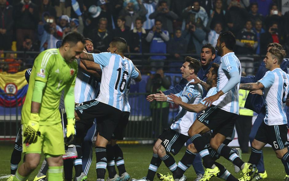 Argentina vence a Colombia en infartante definición por penales